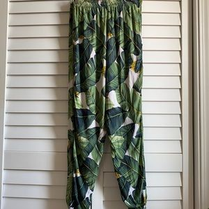Ashley Rose clothing women's palm leaf joggers